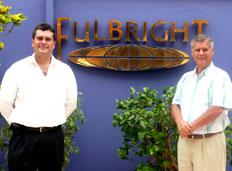 Henry Harman, director ejecutivo de Fulbright Perú y Oscar Picón Gonzáles, presidente del consejo directivo de la asociación de amigos de Fulbright.